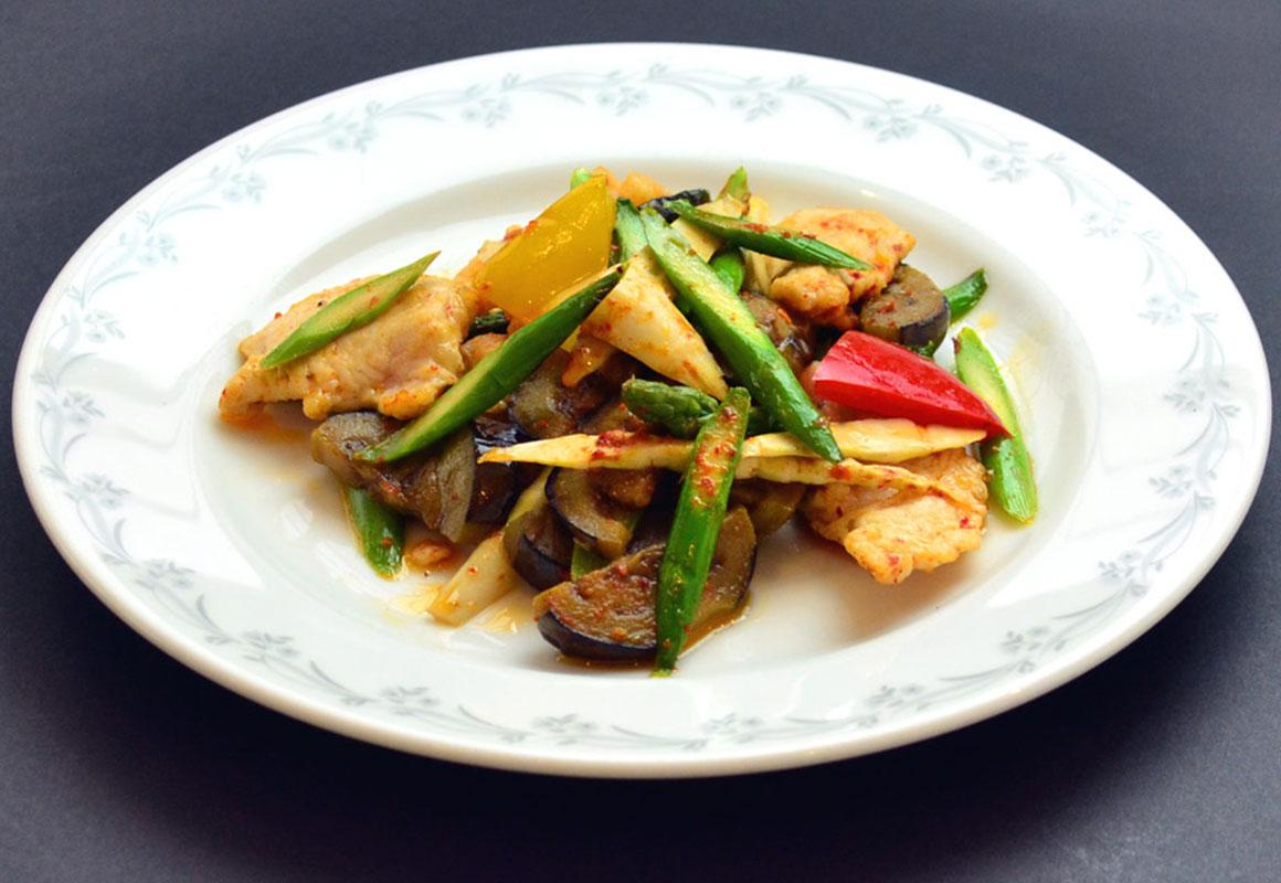 旬の野菜と鶏むね肉の豆板醤炒め