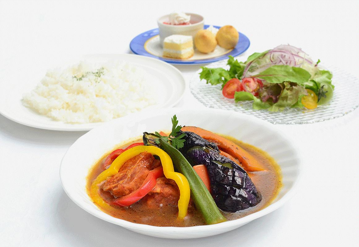 夏野菜とタンドリーチキンのスープカレー(サラダ、デザート、1ドリンク付き)